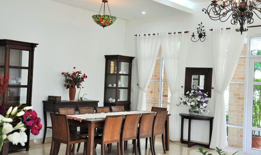 Thiết kế cửa nhựa lõi thép đẹp cho phòng ăn nhà gạch mộc