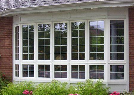 Biến cửa nhựa lõi thép thành đôi mắt cho ngôi nhà