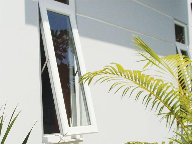 Cửa sổ nhựa lõi thép 3A Window mở hất đẹp, an toàn và tiện lợi cho nhà cao tầng