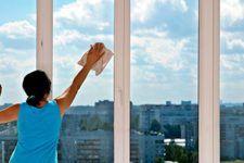 vệ sinh cửa kính sạch sẽ